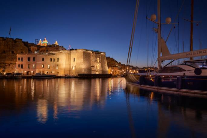 The strikingly lit façade of the Cugó Gran Macina - Grand Harbour in Senglea