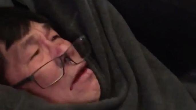 Minnesota senators press United Airlines about passenger dragged from plane