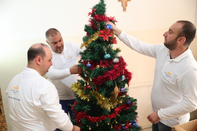 Employees decorating Dar Leopoldo for Christmas
