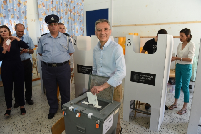Opposition leader Simon Busuttil casting his vote in Lija (Photo: Chris Mangion/Mediatoday)