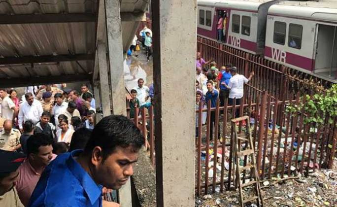 Mumbai stampede: India orders checks across city's rail network