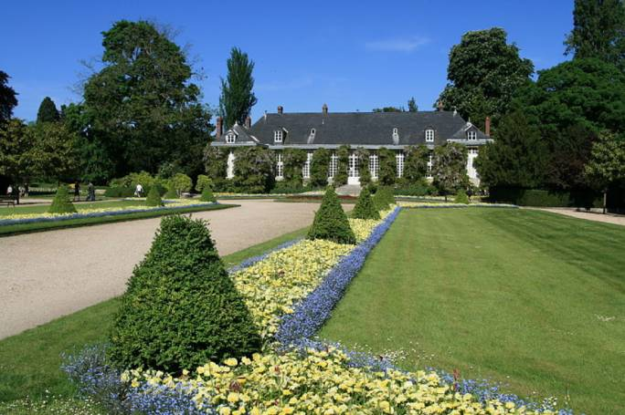 : Just south of the Old City is Jardin des Plantes, a rich botanical garden