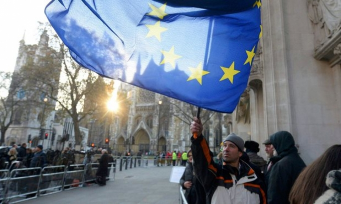 A man waves an EU flag outside the supreme court in London (Photo: Reuters)