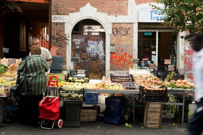 Buy regional, seasonal fruit and veg from the farmers market in Pigneto