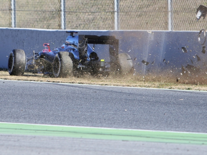 Fernando Alonso had a serious crash in Barcelona