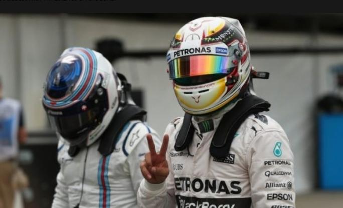 Pole sitter Lewis Hamilton (GBR) Mercedes AMG F1 celebrates in parc ferme at Formula One World Championship, Rd1, Australian Grand Prix, Qualifying, Albert Park, Melbourne, Australia