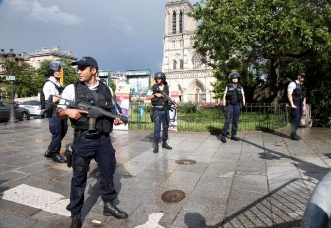 Police Shoot, Injure Attacker Outside Notre Dame Cathedral In Paris