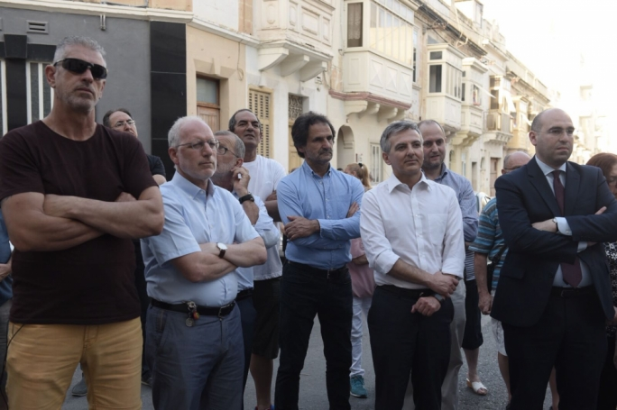 Mayors from neighbouring localities, former PN leader Simon Busuttil and MP Karol Aquilina joined the protest in a show of solidarity