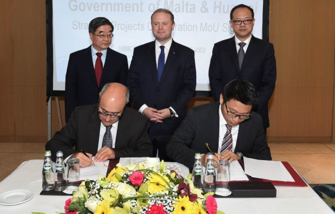 Prime Minister Joseph Muscat presiding over the MoU signed between parliamentary secretary Jose Herrera and Huawei Italy CEO Edward Chan