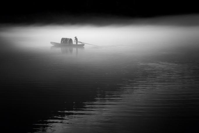 Fisherman casting his net – 2013 (Jino Lee/tpoty.com)