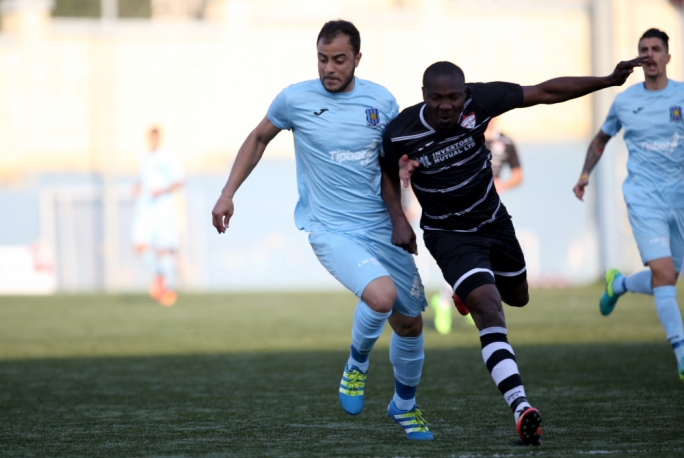 Alfred Effiong (Balzan) and Antonio Machedo Neto (Gżira) in action. Photo: Christine Borg