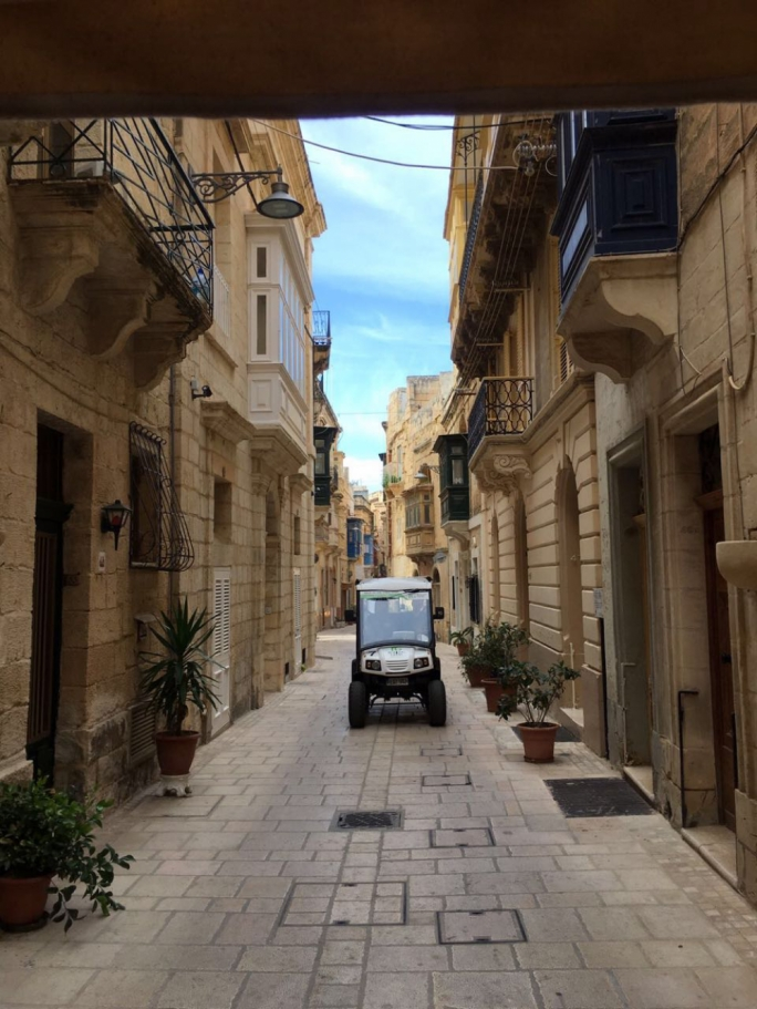 Touring the Three Cities with electric cars