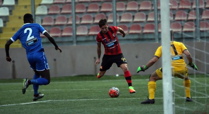 Massimiliano Giusti of Ħamrun aiming a shot on goal. Photo: Dominic Borg