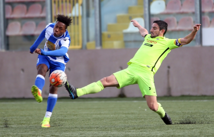 Joseph Farrugia of St. Andrews challenging Kemar Reid for the ball. Photo: Dominic Borg