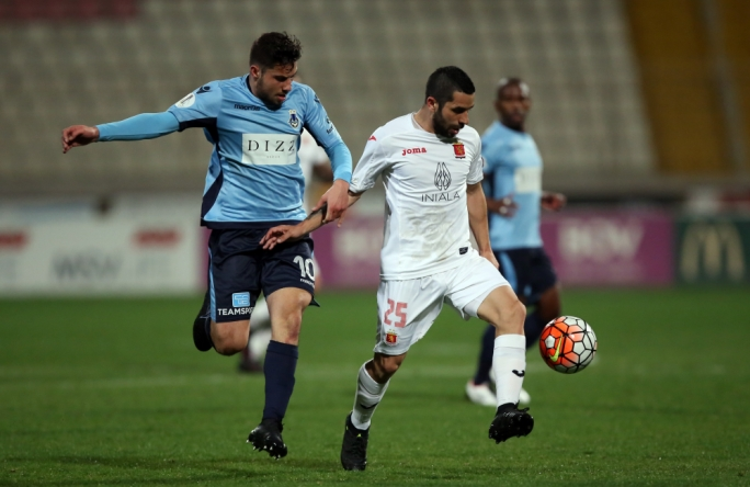 Gabriel Aquilina (Sliema) challenging Leandro Aguirre (Valletta) for the ball. Photo: Dominic Borg