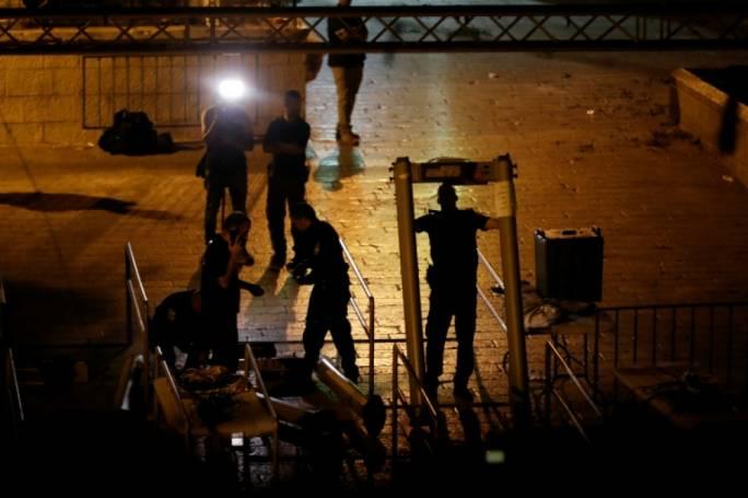 Al-Aqsa: Israel replaces metal detectors with surveillance cameras