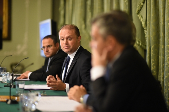 Prime Minister Joseph Muscat and Simon Busuttil at an event organised by the Chamber in 2016 (Photo: Ray Attard)