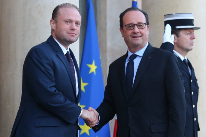 Prime Minister Joseph Muscat was welcomed by French President Francois Hollande