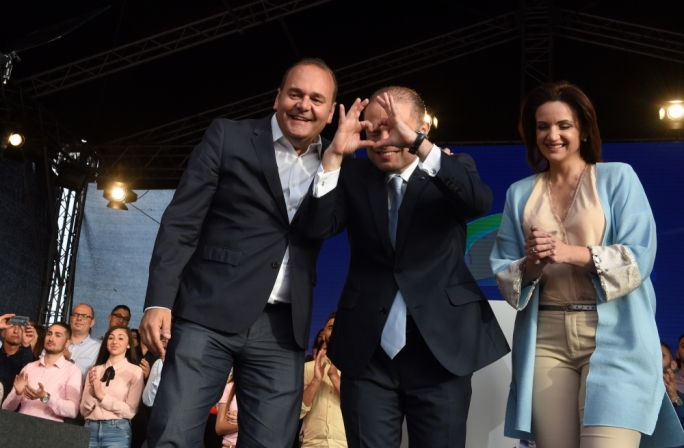 Labour leader Joseph Muscat putting his hand together in a heart for children who were following his speech (Photo: Chris Mangion/MediaToday)