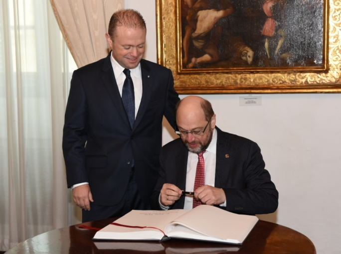 Prime Minister Joseph Muscat welcomes Martin Schulz in his office, where he signed the visitors' book