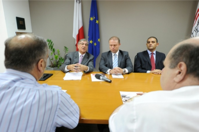 Karmenu Vella (left) with Labour leader Joseph Muscat in a meeting with the GWU. Photo: Ray Attard/Mediatoday