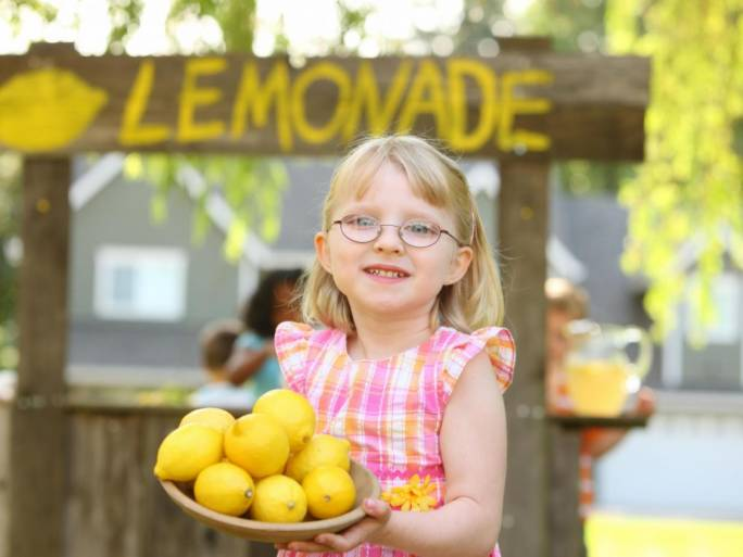 British girl left in tears after being fined for selling lemonade