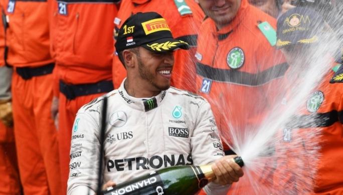 Race winner Lewis Hamilton (GBR) Mercedes AMG F1 celebrates on the podium