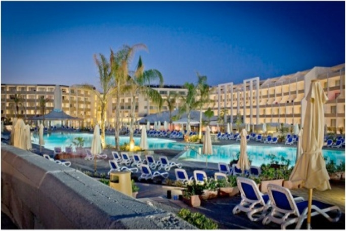 The hotel includes the largest hotel pool in Malta and it is surrounded by open spaces equivalent to almost one and a half football pitches.