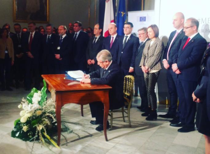 Karmelu Vella signing the MedFish3Ever Declaration