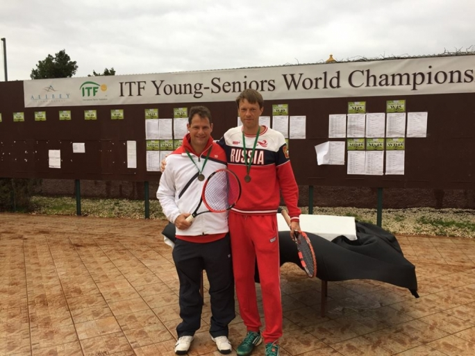 Mark Gatt and Sergey Malkov win the bronze medal at the ITF Young Seniors World Tennis Championships