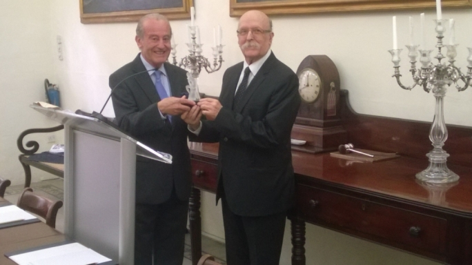 Martin Scicluna, the Director General of The Today Public Policy Institute (left) presenting the prestigious Peter Serracino Inglott award for civic engagement to Judge Giovanni Bonello, Patrimonju's Deputy Chairman (right)