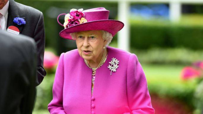 Elizabeth II has transferred about $ 13 million. offshore