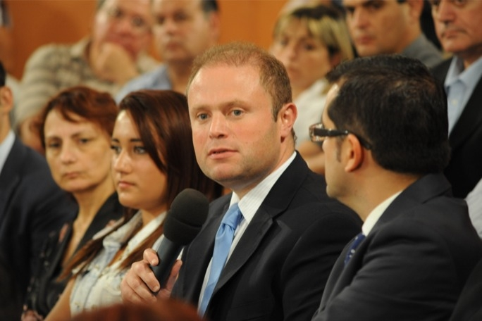 Opposition leader Joseph Muscat says raising minimum wage would only create a vicious circle that would burden businesses