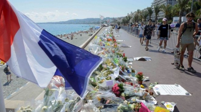 Flowers were left along the Promenade des Anglais in Nice following the attack (Photo: Reuters)