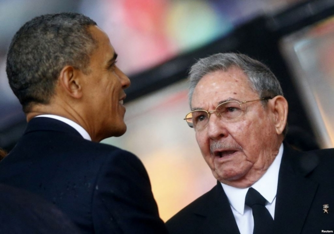 President Obama and his Cuban leader Raul Castro shake hands