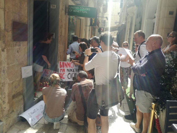 [WATCH] Activists demonstrate outside Justice Ministry over Caruana Galizia memorial cleaning