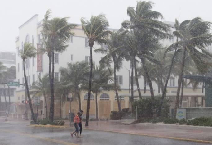 Hurricane Irma winds ravaging Florida Keys. Photo: Metro