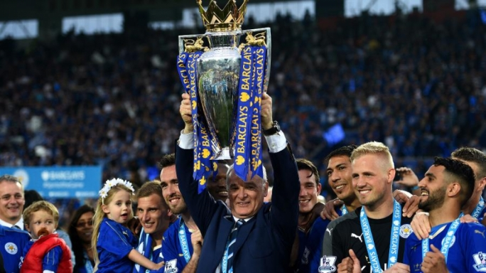 Claudio Ranieri lifts the Englsih Premier League trophy