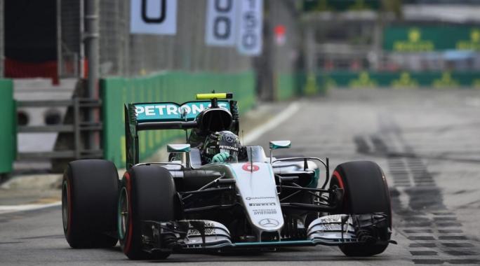 Nico Rosberg (GER) Mercedes-Benz F1 W07 Hybrid at Formula One World Championship, Rd15, Singapore Grand Prix, Qualifying, Marina Bay Street Circuit, Singapore