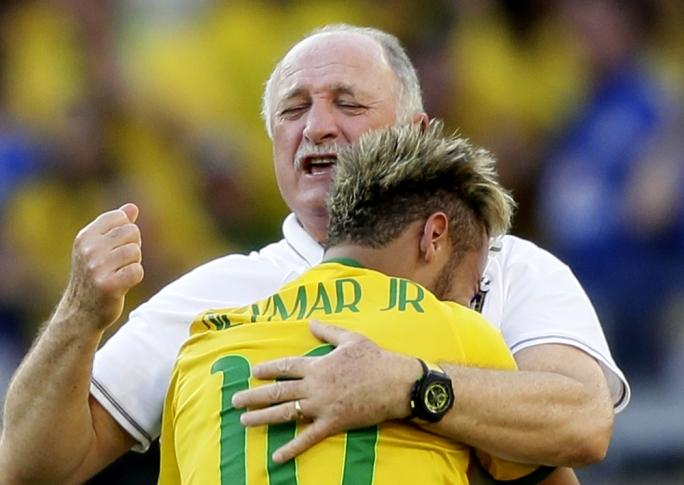 Coach Luiz Felipe Scolari celebrates with Neymar after winning the penalty shootout against Chile  (Photo: Dennis Sabangan for EPA))
