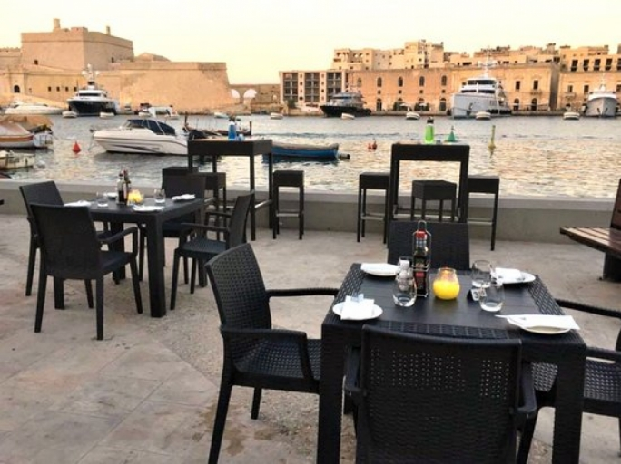 A development planning application entitled 'placing of tables and chairs' was approved by the Planning Authority, following which the Senglea Local Council filed a third party appeal