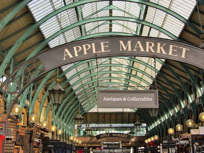 Covent Garden Market is also a downtown commercial landmark featuring stalls, kiosks, and small shops of local artists, food producers, clothiers, jewellery makers, chocolatiers, confectioners, etc