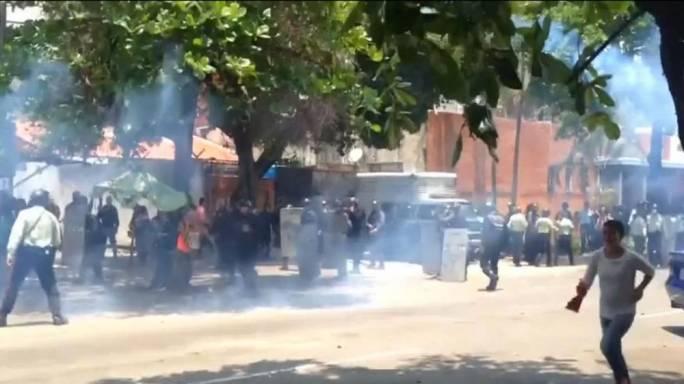 07:23Fire Kills 68 People at Venezuelan Prison - Reports