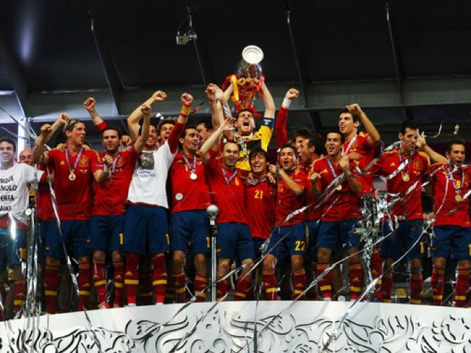 Spain celebrate their Euro 2012 victory.