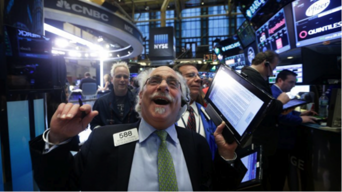 The main stock indices hit new intraday highs on Monday, led by banks and industrial stocks