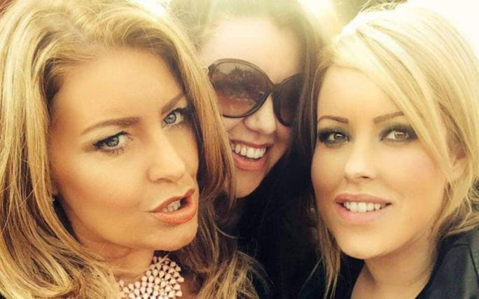 Laura Plummer with her sisters Rachel Plummer and Jayne Synclair (photo:Facebook)