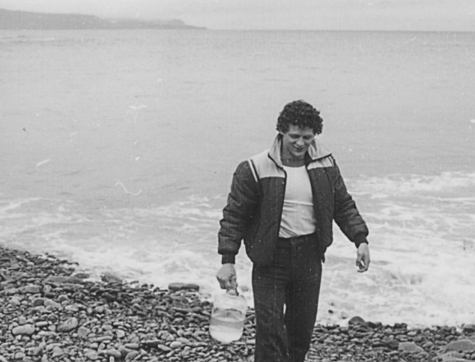 A few hours before Fox embarked on his run, he brought an empty glass bottle to a small beach in Outer Cove, N.L., and filled it with water from the Atlantic Ocean. He planned to pour the jug of water into the Pacific Ocean at the end of his run, symbolically connecting our country from coast to coast.