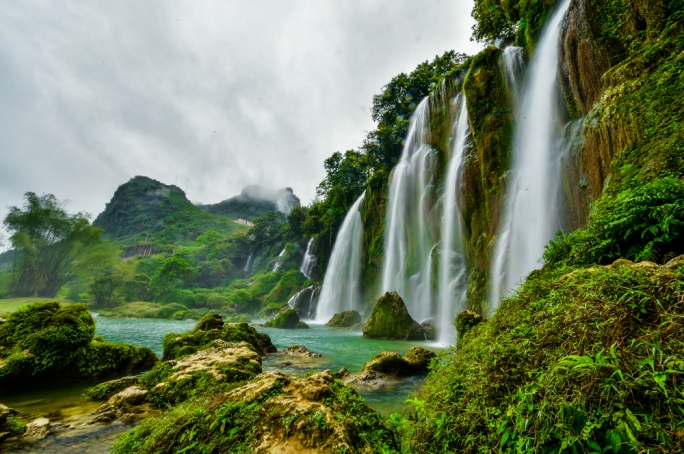 The largest of the waterfalls is 60 metres in height and the views are spectacular