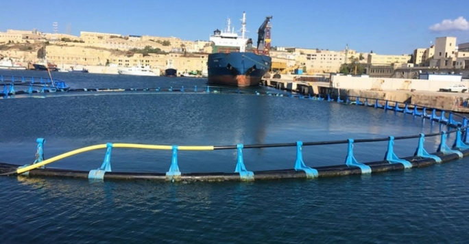 The cages have to be deployed in water deeper than 50 m but not deeper than 100 m as divers are not supposed to work in such depths