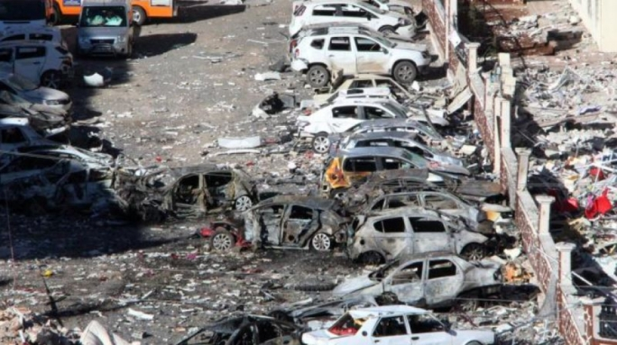 Auto bomb kills 3-year-old in Turkey, wounds 15